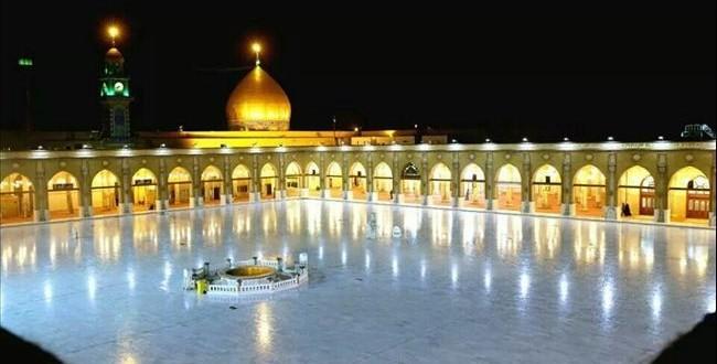 مسجد الكوفة المعظم في النجف الاشرف ،تظهر فيه قبه سفير الامام الحسين مسلم بن عقيل